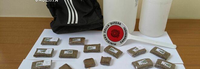 Nelle cantine un chilo e mezzo di droga: blitz di carabinieri e vigili del fuoco a Capua
