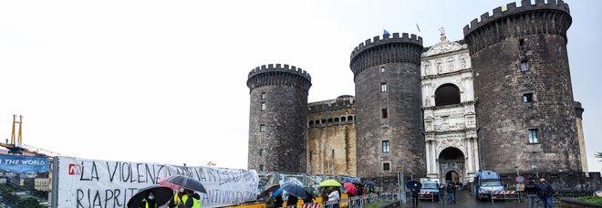 Comunali a Napoli, le vacanze «mordi e fuggi» dei candidati sindaco