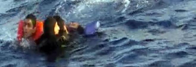 Migranti, nuova strage in mare: gommone con 20 persone, solo 3 salvati