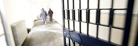 Pestaggio su un tunisino nel carcere di San Gimigno: 4 agenti sospesi