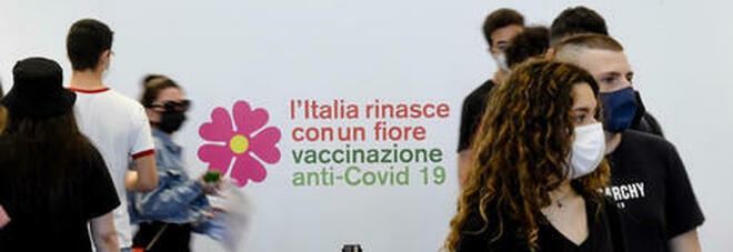 Vaccino, boom di prenotazioni. Le Regioni in affanno: «Ci servono più dosi»