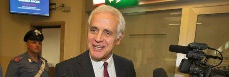 Sequestrati 5 milioni a Formigoni: bloccati anche vitalizio e pensione