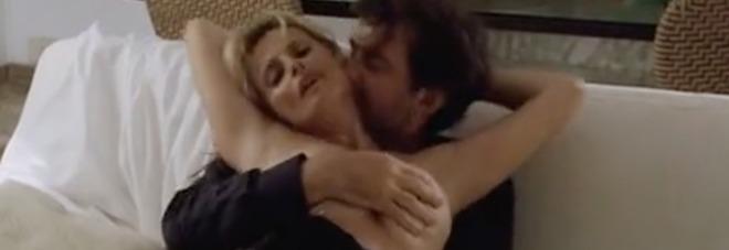 Scena di sesso tra Isabella Ferrari e Nanni Moretti la più cercata su Youtube, l'attrice sbotta: «Vorrei eliminarla per sempre»