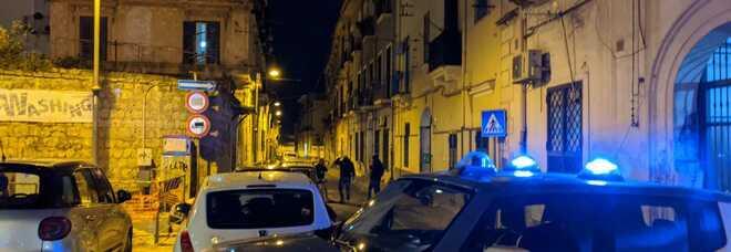 Casandrino, 10 ragazzi festeggiano la Pasquetta in villa: tutti multati