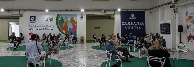 Covid in Campania, vaccini agli over 40 ma i «nonni» aspettano ancora