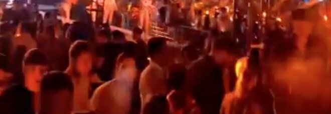 Centri sociali e discoteche illegali: la movida abusiva non teme il Covid