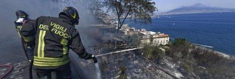 Napoli, anziano disabile muore nella casa in fiamme a Posillipo