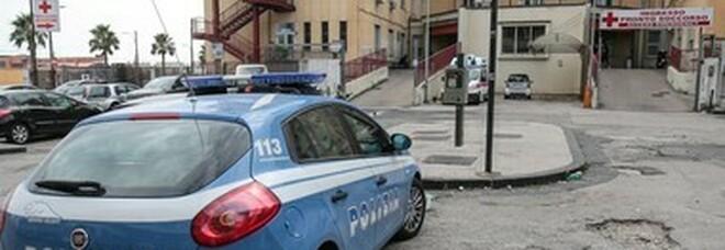 Napoli, 61enne ruba un'auto e va a sbattere contro il muro: denunciato