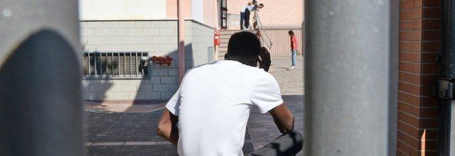 Migrante abusa di un bambino, è ospite di un centro d'accoglienza