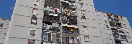Infiltrazioni e mattonelle che saltano, ecco le case popolari di Ponticelli