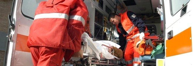 Travolto e ucciso da un pirata della strada a Reggio Emilia, aveva 44 anni: caccia a un camion o a un trattore