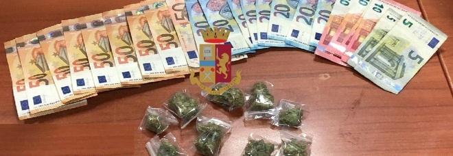 Napoli, in fuga con le dosi di marijuana: spacciatore arrestato a Scampia