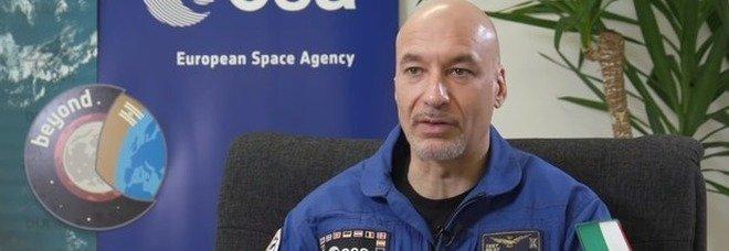 Luca Parmitano: «Nello spazio sapevo del virus da novembre». Poi si corregge: «Il mio lapsus strumentalizzato»