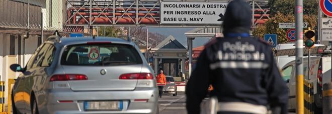 Parcheggiatori abusivi con il reddito di cittadinanza a Napoli: scattano le denunce