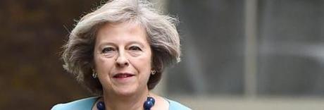 Brexit, lettera della May ai cittadini europei: «Potete restare in Gb»