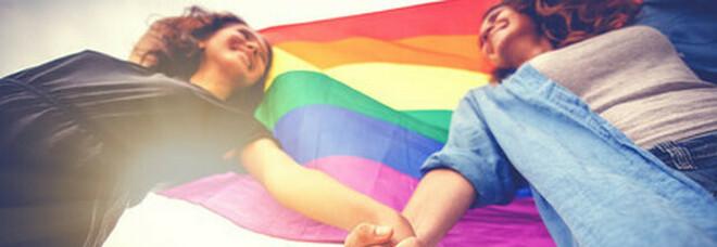 Novara, due ragazze omosessuali denunciano: «Aggredite dai vicini a calci»