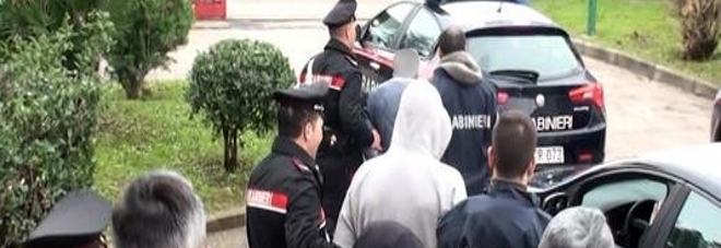 Camorra, arrestati due carabinieri a Napoli: hanno favorito il clan Cutolo