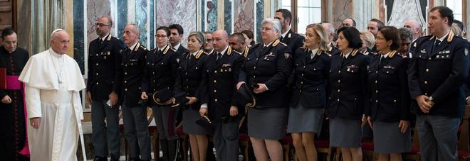 Papa Francesco: «Grazie alla polizia che garantisce la sicurezza a milioni di pellegrini»