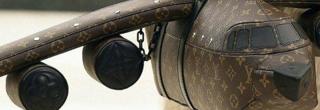 Louis Vuitton lancia una borsa a forma di aereo per 39.000 dollari e il Web impazzisce
