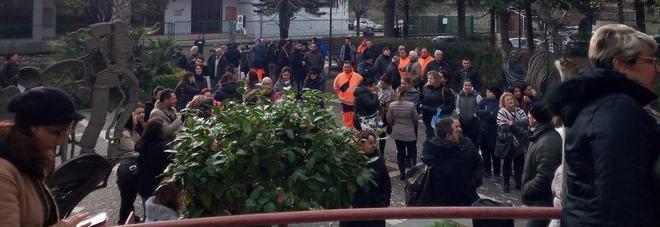Rifiuti in strada, la protesta: «Rischio per la salute»