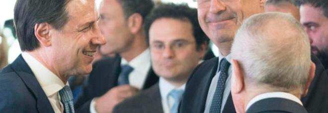 Governo, tra Conte e Renzi la sfida continua: ma il Pd sfila dal ring l arma del voto