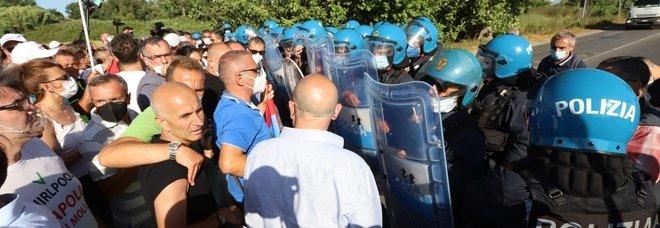 Whirlpool Napoli, via ai licenziamenti: l'annuncio dell'azienda durante l'incontro con il Mise