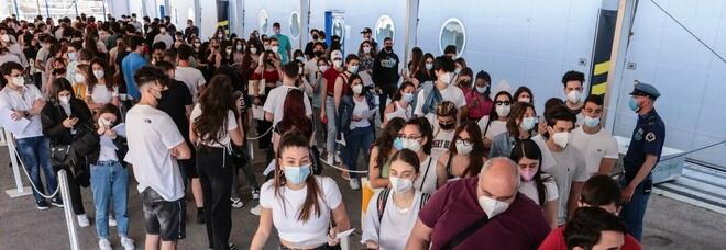 Vaccini anti-Covid, la corsa dei giovani e la regione Campania è prima in Italia