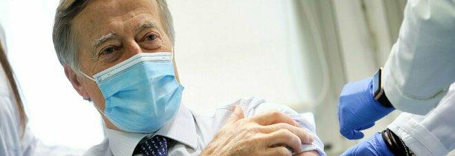 Vaccini, Andreoni: «Terza dose è quasi certa e potrebbe essere iniettata entro i 12 mesi dalla prima»