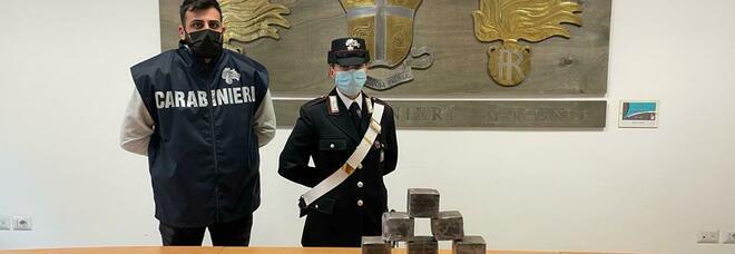 Dieci chili di droga in auto, narcos arrestato dai carabinieri