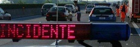 Terribile incidente sulla A30, schianto auto-moto: c'è un morto