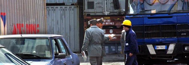 Napoli, sequestrato nel porto un container di rifiuti speciali diretti in Africa