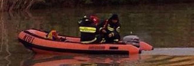 Bambino scompare nel lago mentre faceva il bagno, ricerche dei vigili del fuoco