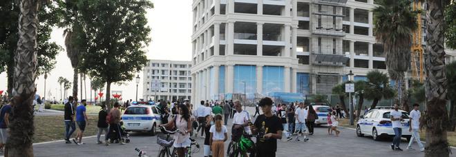 Salerno, tutti a piazza Libertà: «Ma non svuotate il centro città»