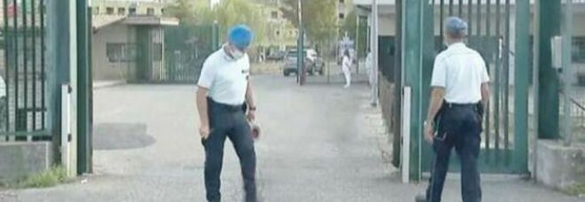 Sparatoria in carcere a Frosinone, scontro tra i clan di Miano: pistola recapitata col drone