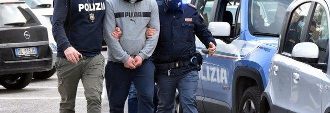 Frosinone, entra dal balcone e violenta la figlia undicenne del vicino di casa: arrestato