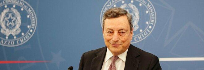 Draghi: «Domani chiederò a Cs su stop mascherine. AstraZeneca? Chi vuole può fare la seconda dose»