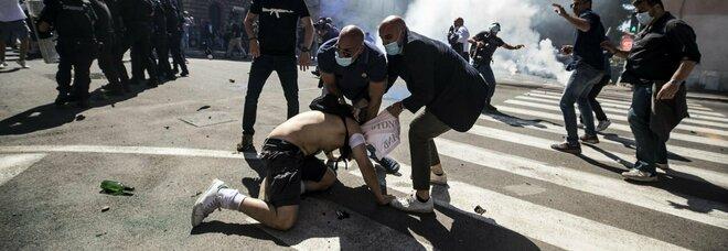 Roma, manifestazione violenta degli ultras al Circo Massimo «contro la crisi Covid» di un anno fa: 9 misure