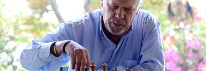 """Morto Paolo Maurensig, il grande autore de """" La variante di Lüneburg"""" che vedeva la vita come una partita di scacchi"""