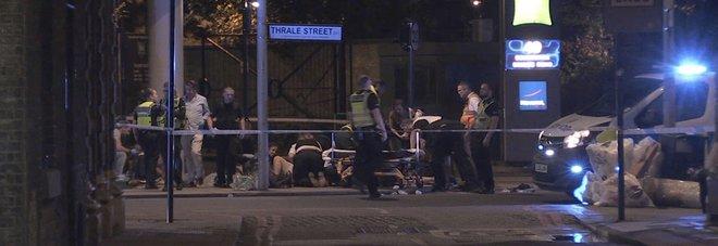 Attentato Londra, i terroristi in un video: ridono e scherzano prima dell'attacco. Nella notte altri tre arresti