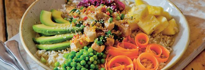 Lockdown e Covid, gli alimenti più ordinati a domicilio: pizza e sushi, ma c è anche il poke hawaiano
