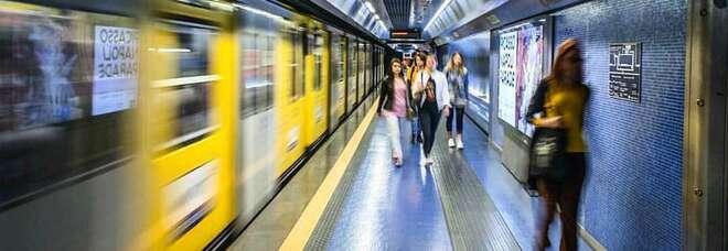 Trasporti, per le Regioni «bianche» la capienza sale all'80%: sul metrò di Napoli 250 passeggeri in più