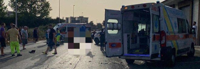 Incidente a Giugliano, giovane morto in uno scontro frontale tra auto e moto