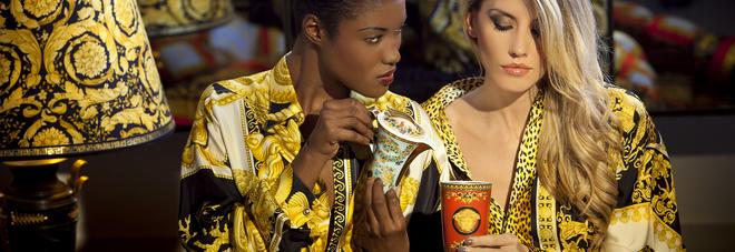 La moda al museo di Napoli per i 20 anni di Versace | Video