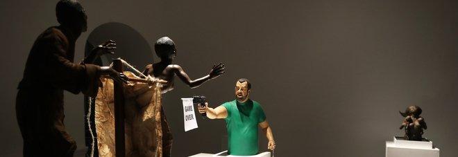 Salvini spara agli immigrati, in mostra a Napoli la scultura choc