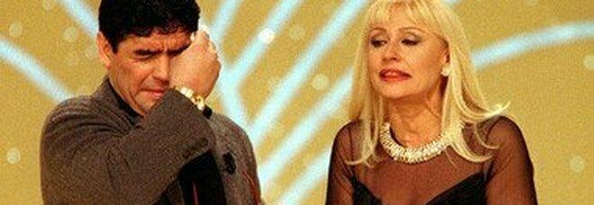 Raffaella Carrà in lacrime per Maradona: «Per colpa mia passò una notte in prigione»