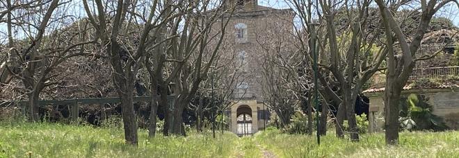 Napoli Est, viaggio nel verde della periferia: ancora chiuso il parco di Villa Letizia a Barra