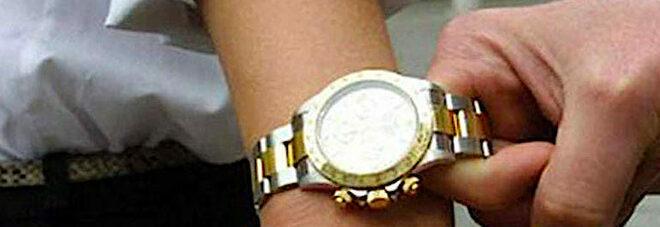 Napoli, furto dell'orologio da 140mila euro: preso il complice del rapinatore di turisti
