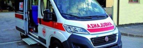 Napoli, sassaiola contro ambulanza del 118: «È guerriglia urbana»