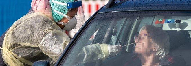 Coronavirus, lo studio: «Infetta polmoni, naso e gola. Contagioso come un raffreddore ma causa polmonite»