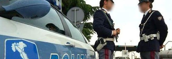 Napoli, coppia in viaggio sull'autostrada con un carico di cocaina e marijuana